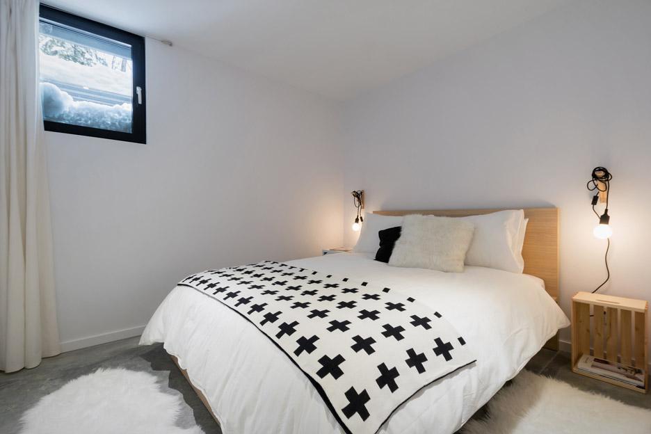 villa-boreale-cargo-architecture-residential-quebec-canada-dave-tremblay_dezeen_936_4.jpg