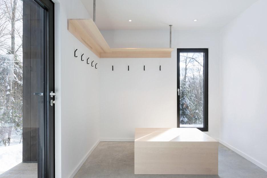 villa-boreale-cargo-architecture-residential-quebec-canada-dave-tremblay_dezeen_936_8.jpg