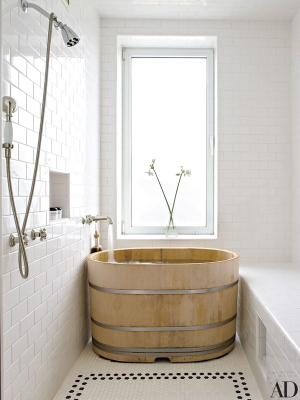 Love the traditional Japanese Hinoki bath in Bette Midler's place designed by  Fernando Santangelo.  photo: William Waldron