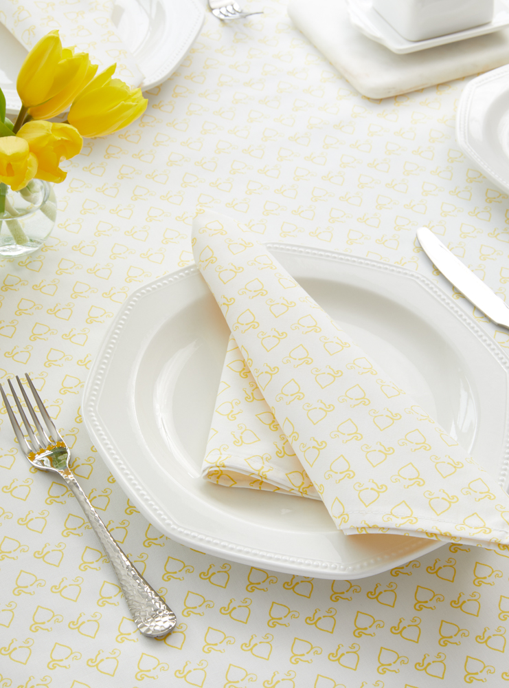 11. Sweet Spade Napkin and Tablecloth