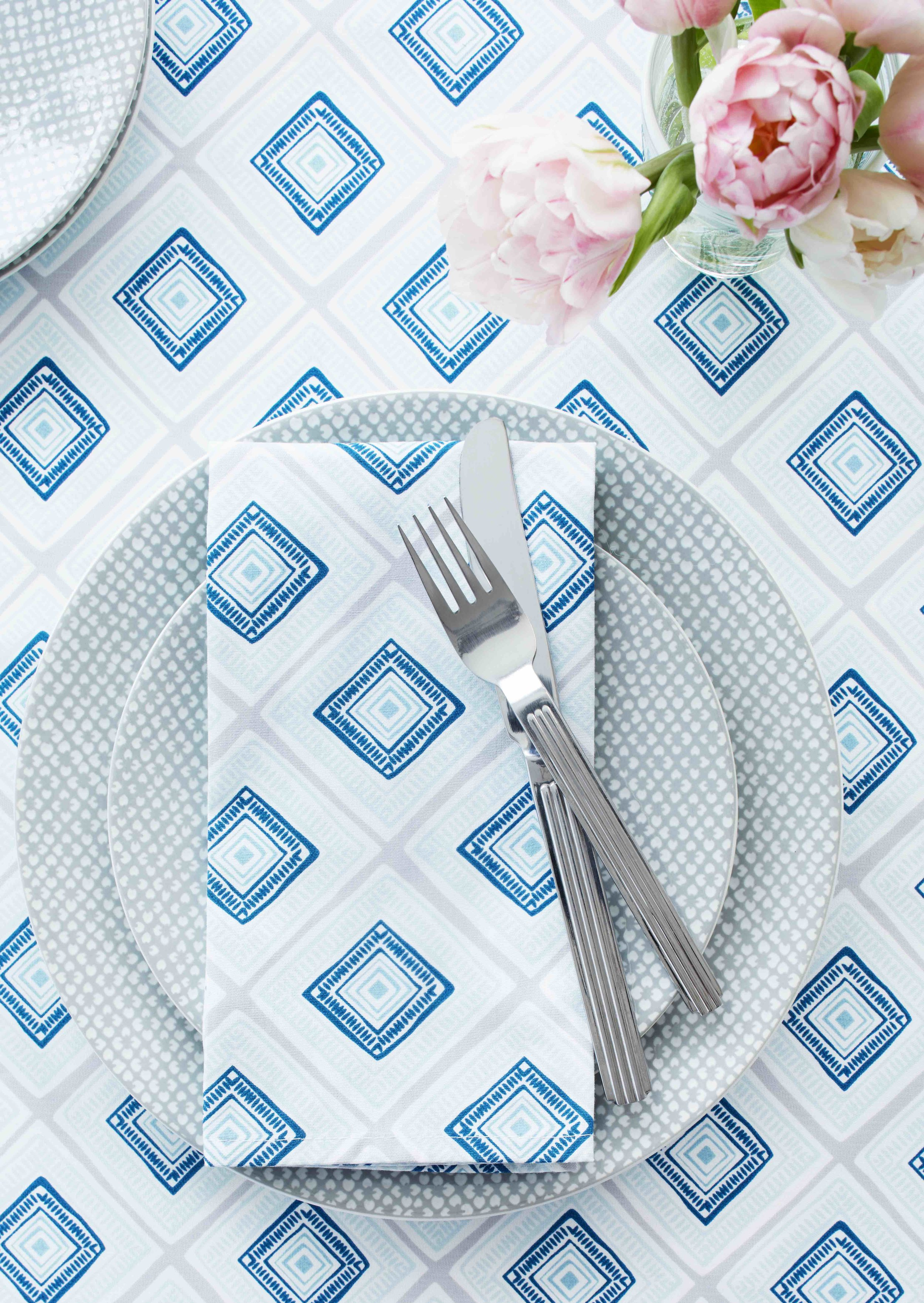 5. Diamond Lines Napkin and Tablecloth