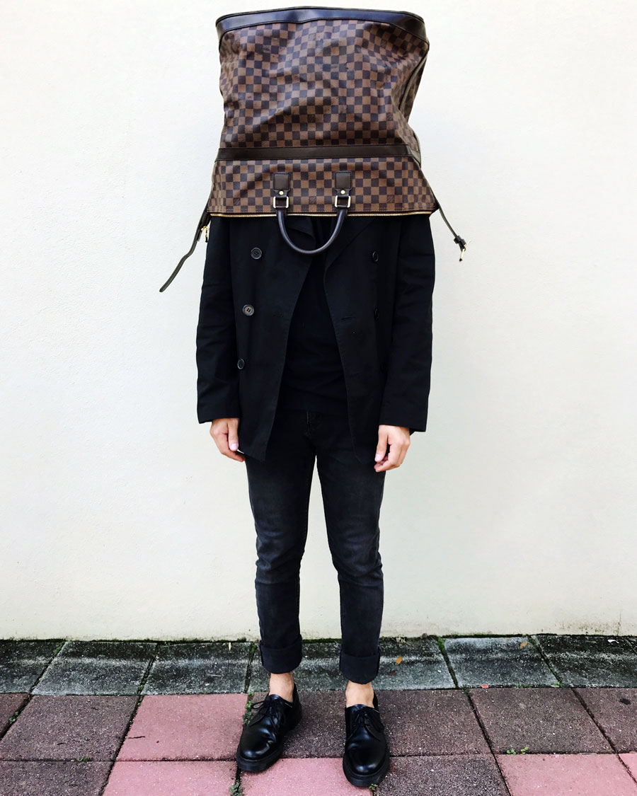It's the weekend - Hooray!  Louis Vuitton Damier zip-top weekender bag  that disappeared before the weekend even began.  I love everything about this picture and hope that it reminds you to relax and enjoy your weekend :)