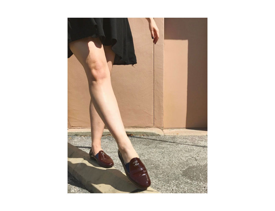 Patent leather loafer in oxblood.