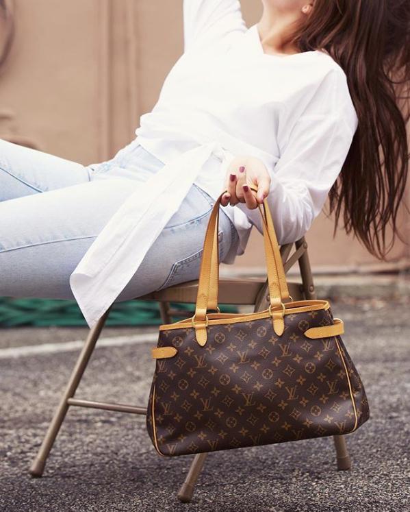 Sitting pretty with a  Louis Vuitton  Batignolles Horizontal.