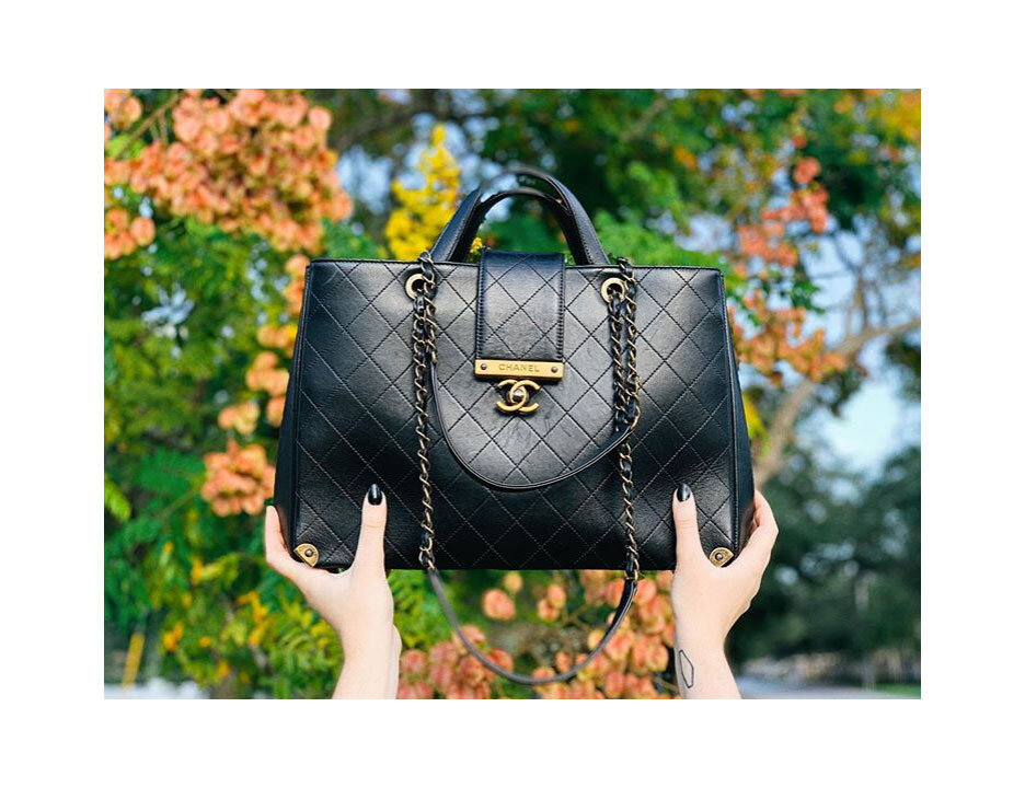 Hail to the Finer Feeling of Fall in the air… and to this bag of course.  Around the Corner Tote,  Chanel.