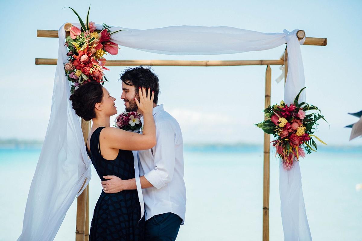 rachel-chris-wedding-santo-barrer-reef-house_0005.jpg