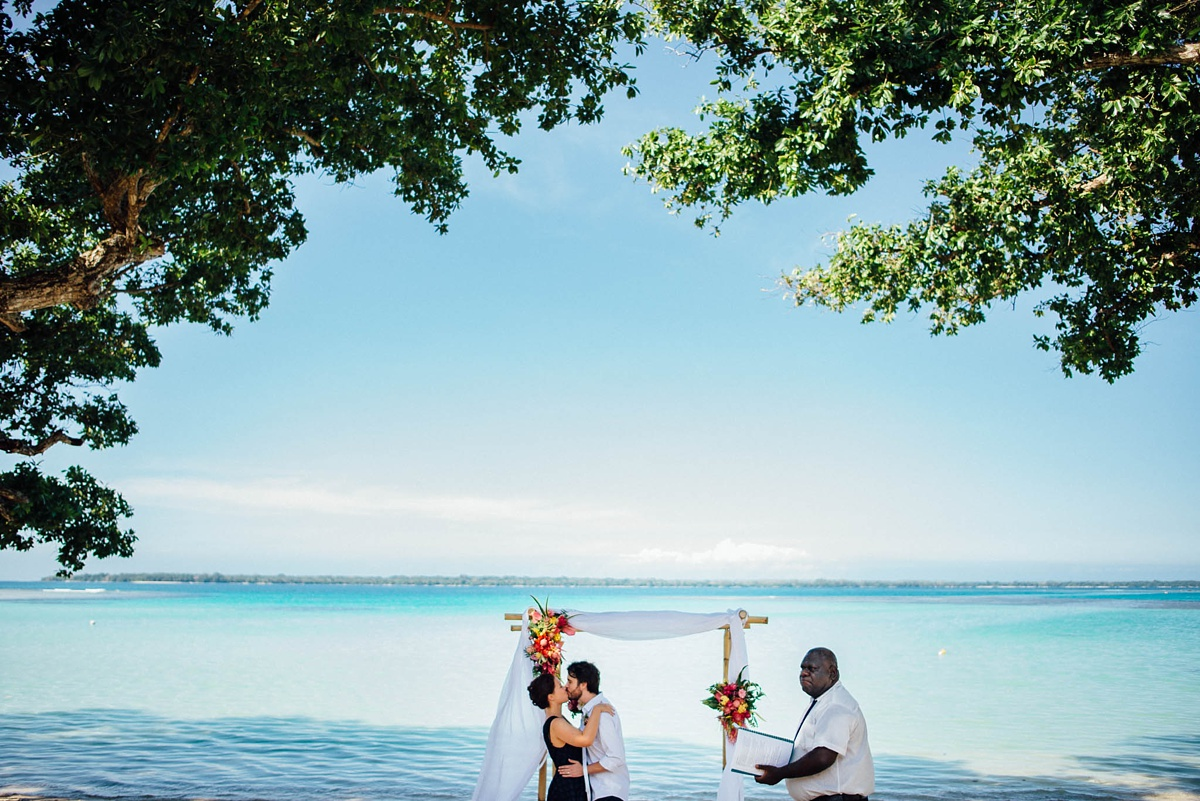 rachel-chris-wedding-santo-barrer-reef-house_0006.jpg