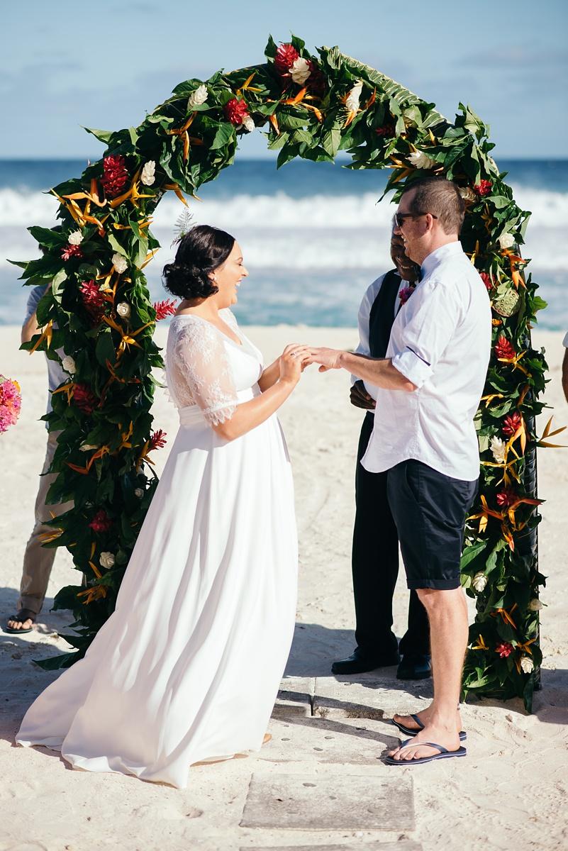 sarah-shaun-tamanu-wedding-vanuatu-groovy-banana_0027.jpg