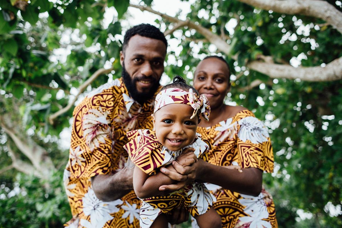 josephine-denise-patrick-family-photoshoot-vanuatu-groovy-banana_0004.jpg