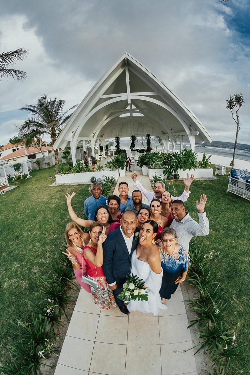 ryck-nyra-wedding-tamanu-on-the-beach-vanuatu-groovy-banana_0034.jpg