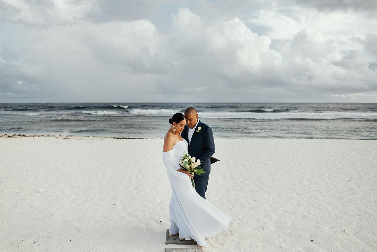ryck-nyra-wedding-tamanu-on-the-beach-vanuatu-groovy-banana_0036.jpg