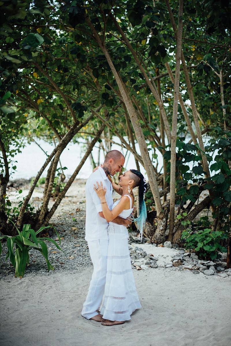 valentina-michael-wedding-erakor-vanuatu-groovy-banana_0016.jpg
