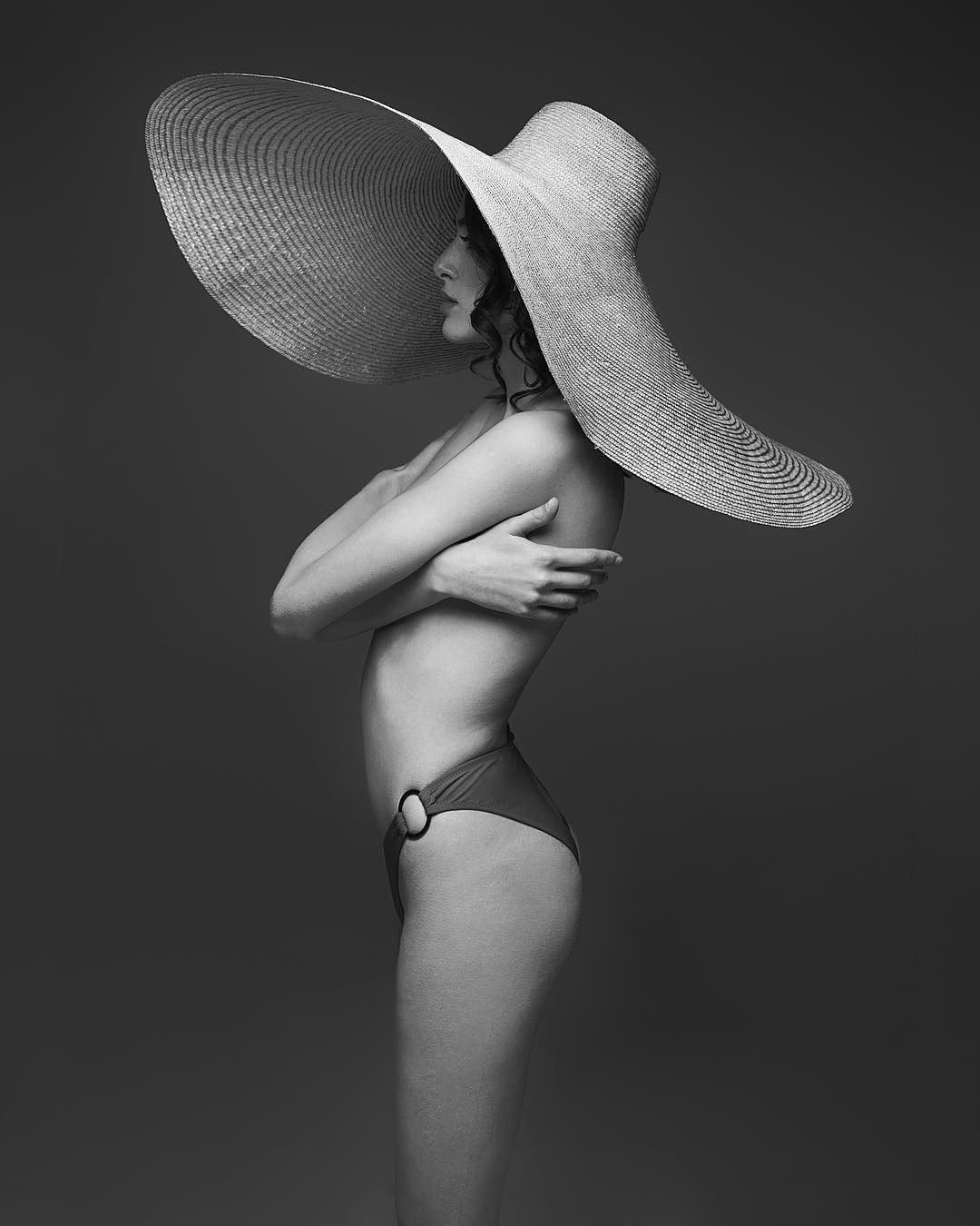 beautiful_black_and_white_portrait_photography_24.jpg