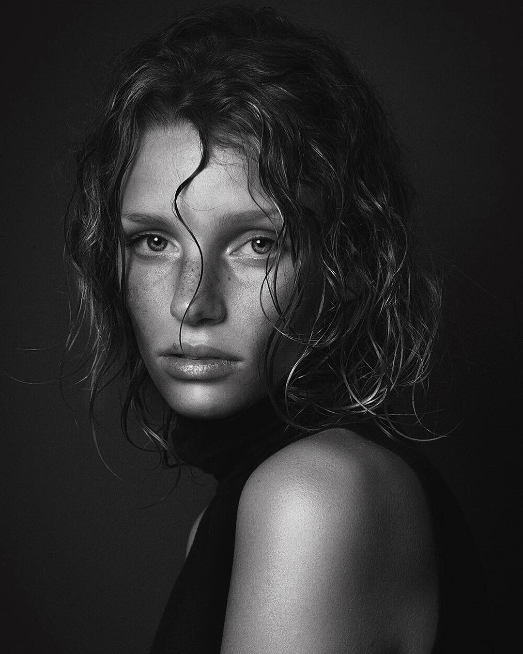 beautiful_black_and_white_portrait_photography_26.jpg