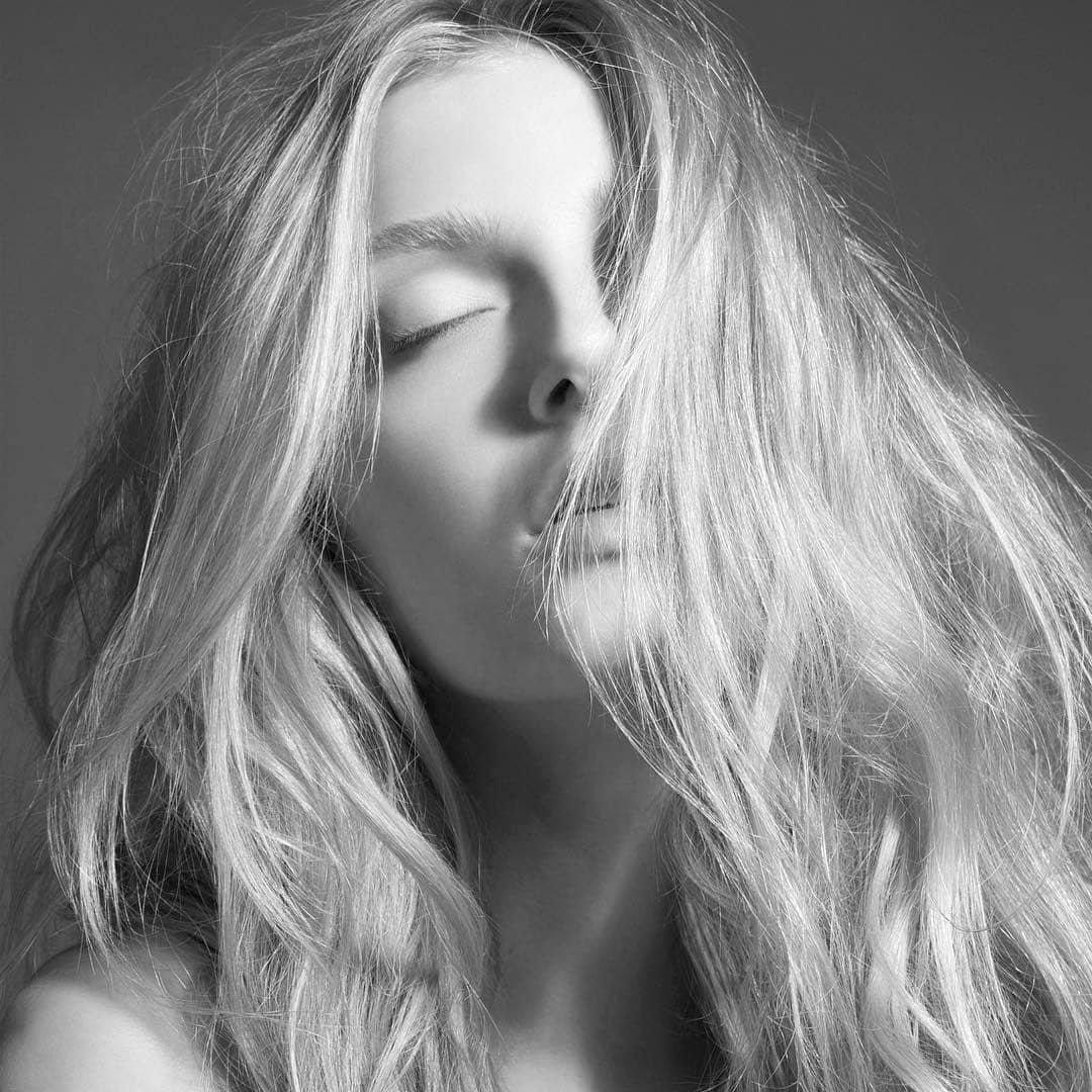 beautiful_black_and_white_portrait_photography_49.jpg
