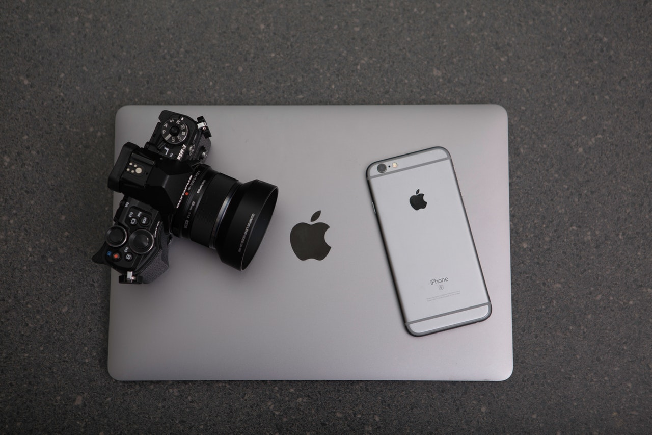 apple-black-and-white-camera-306763.jpg