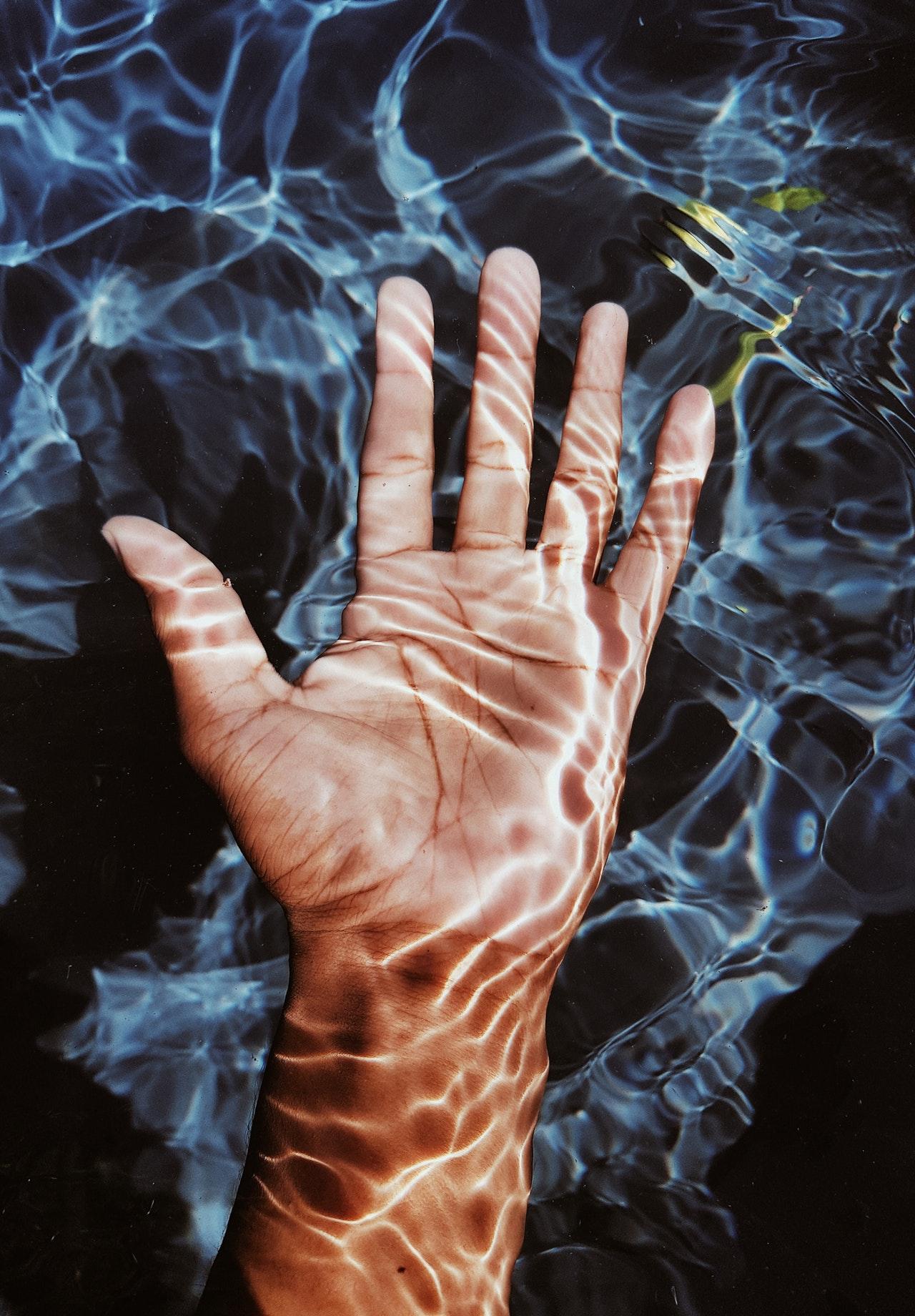 blue-water-clear-fingers-2499417.jpg
