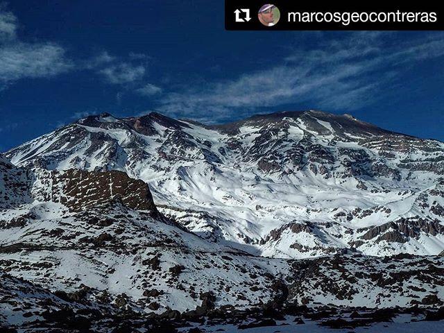 #Repost @marcosgeocontreras (@get_repost) ・・・ Volcán San José 2018 Ubicado en la frontera de Chile y Argentina.  De acuerdo al Observatorio Vulcanológico de los Andes del Sur, el San José es un volcán activo con comportamiento estable, pero que no representa riesgo para la población. #cajondelmaipo . . . . . #sanjosedemaipo #volcano #volcan #volcansanjose #mountains #photographer #photography #photooftheday #nature #glaciar #glacier #landscape #landscapephotography #mountain #clouds #summit #explore #discover #geoparquecajondelmaipo #snow #wild #travel #sky