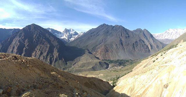 Las amarillas bellezas de una falla geológica!!! Abajo Lo Valdes y Baños Morales #noaltomaipo  #andesmountains #cajondelmaipo  #daytoursantiago