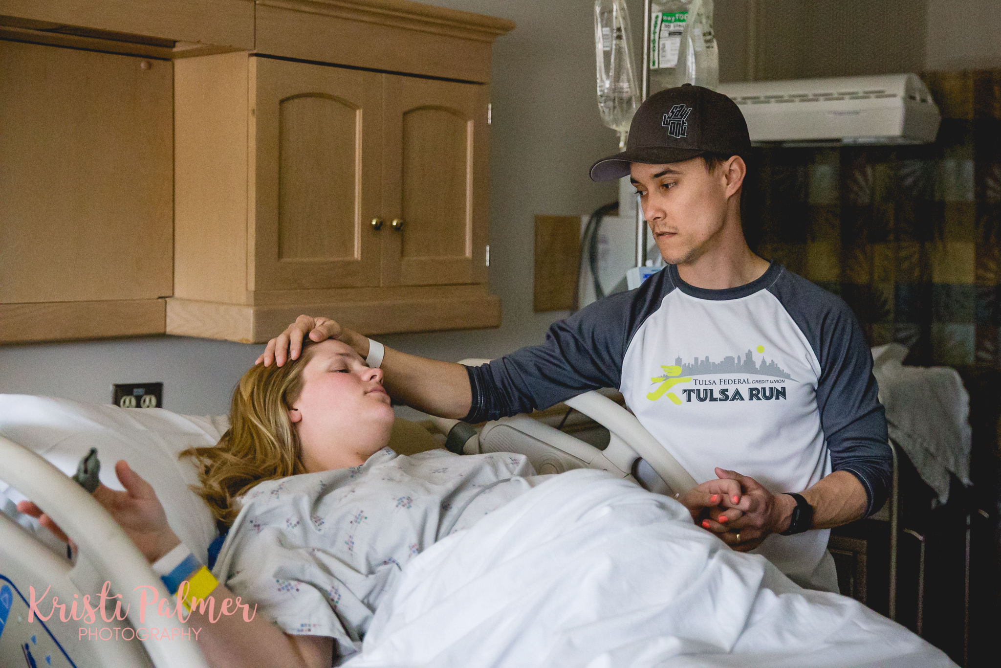 husband supports wife during labor birth photos