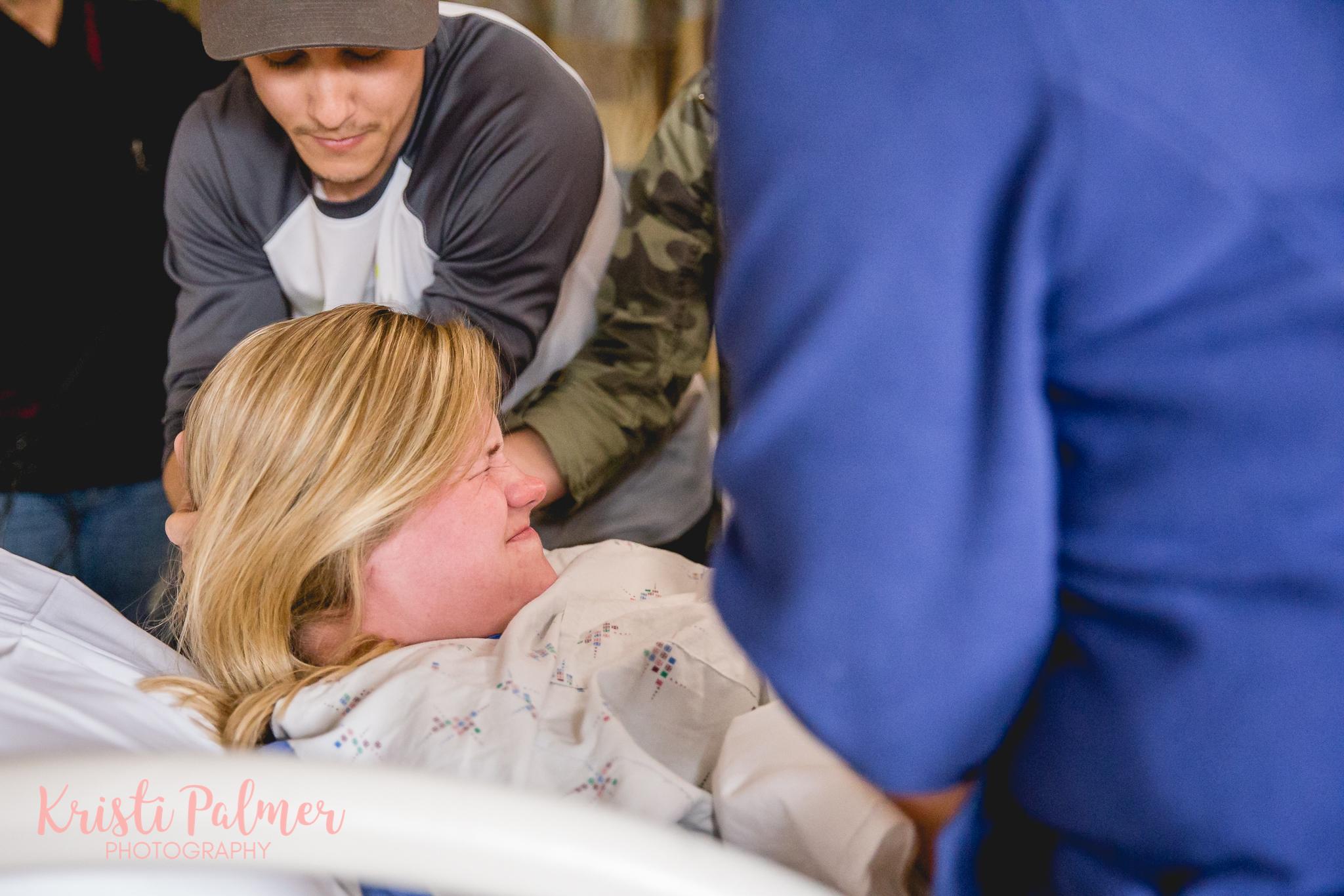 tulsa birth photo mom pushing