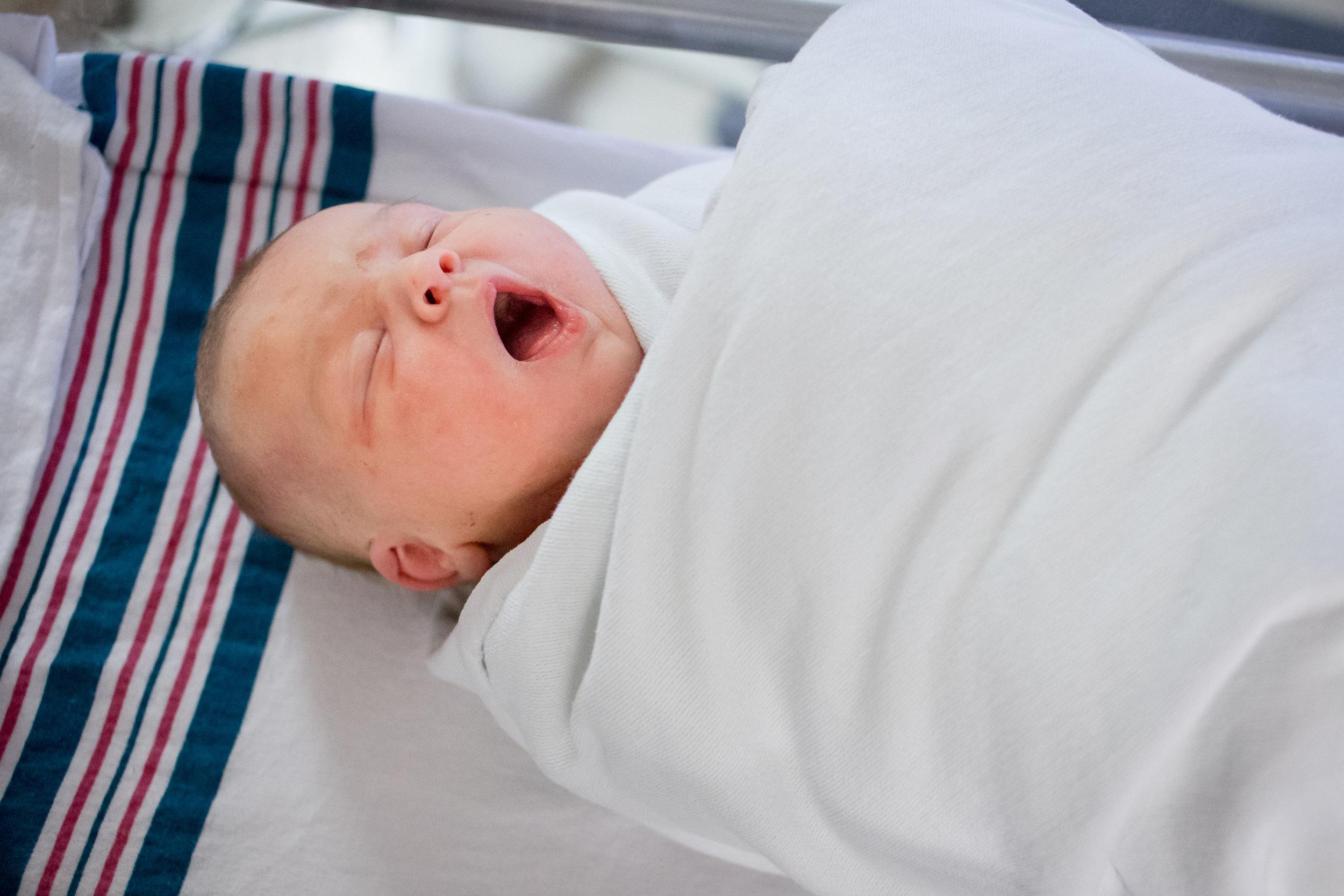 new baby yawn birth photography