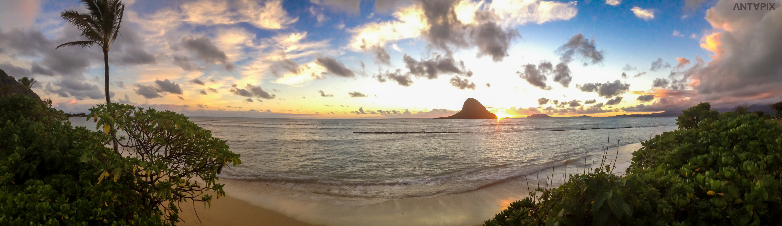 """Mokoli'i """"Chinamans Hat"""" Oahu Panorama"""