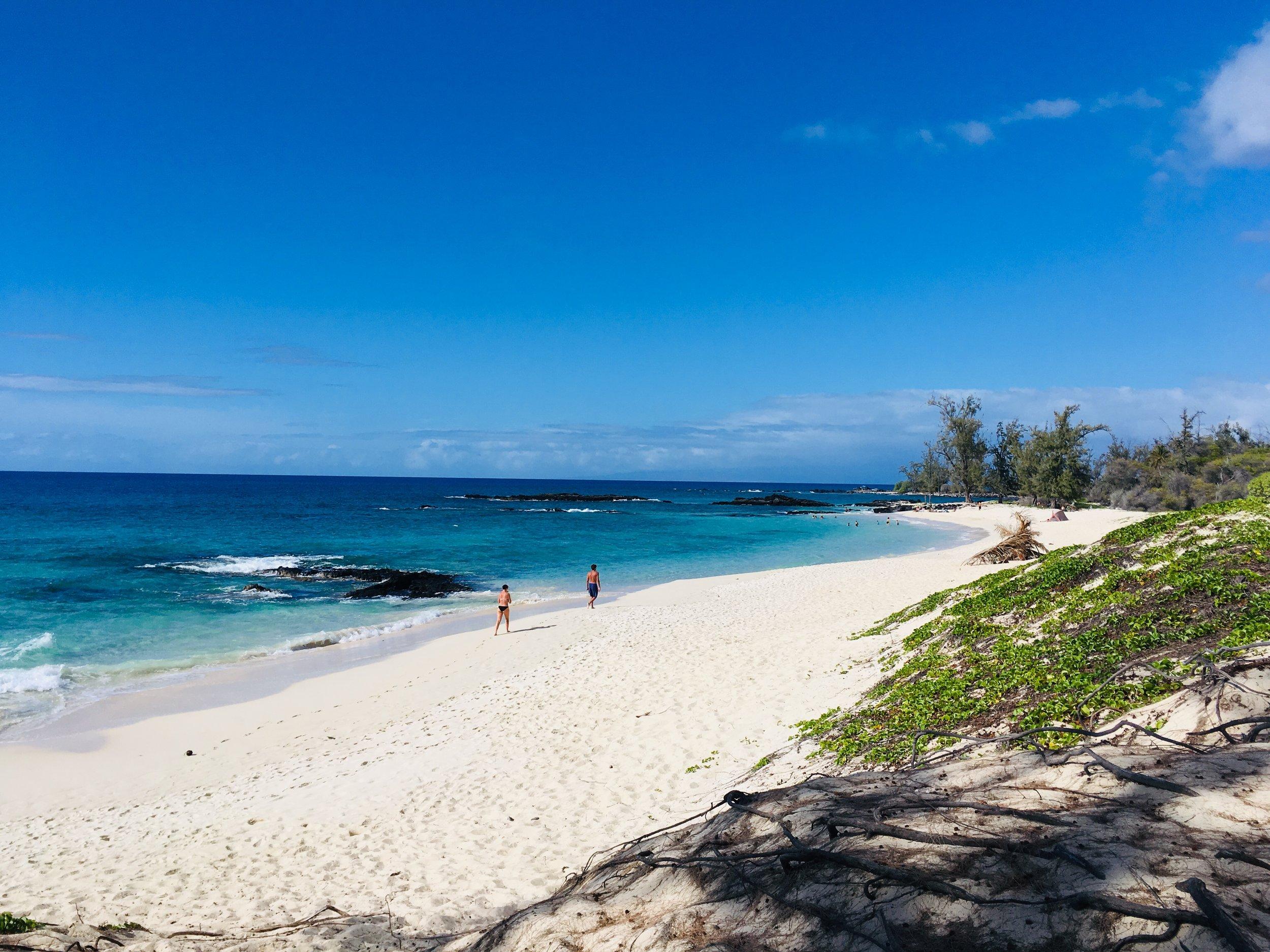Makalawena Beach, photo by @emilysouthpaw.