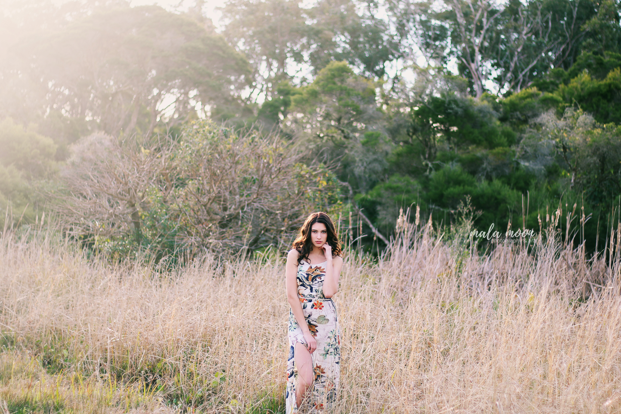 boho-girl-in-field-styled-shoot