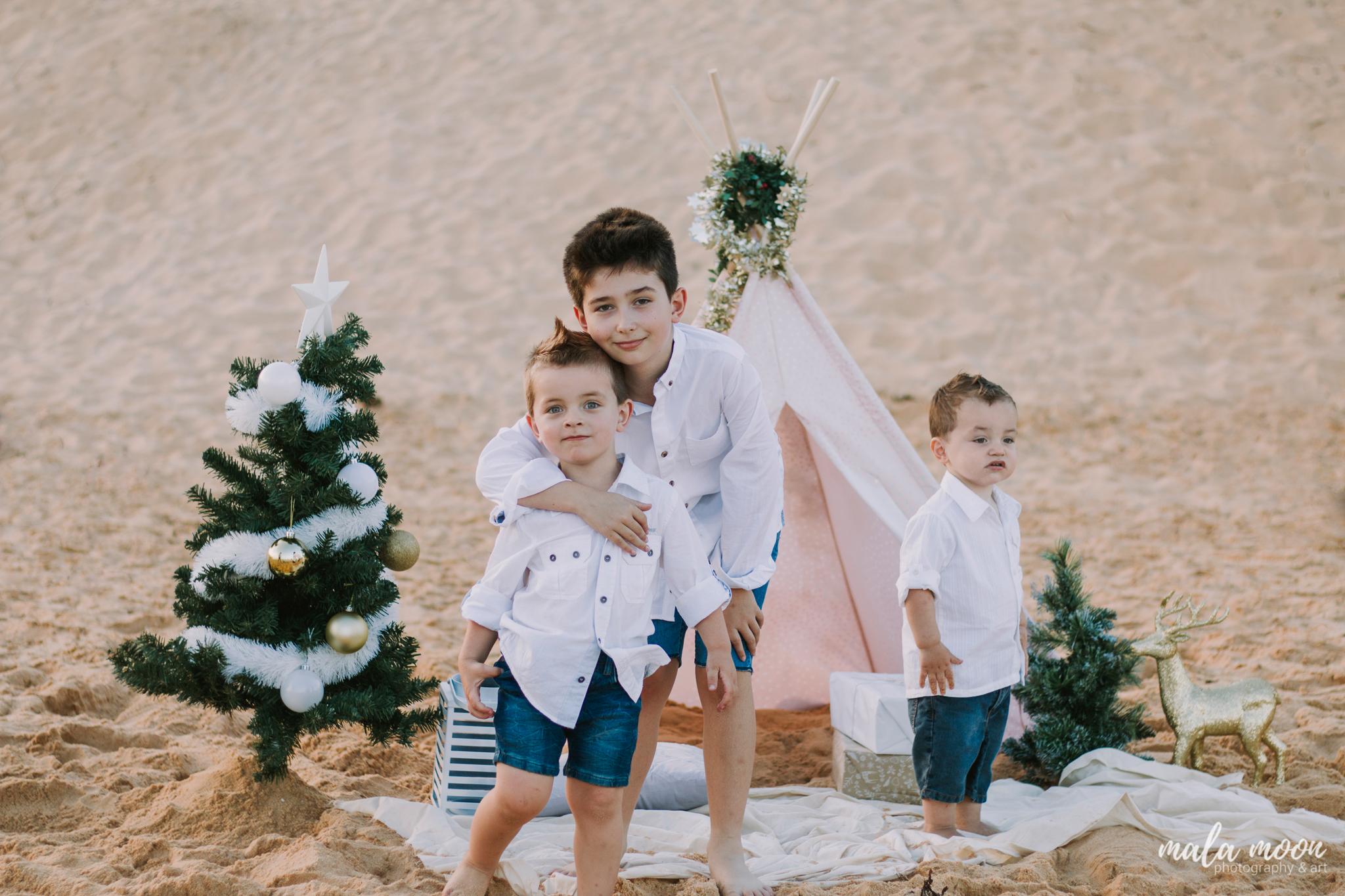 brother-christmas-photo