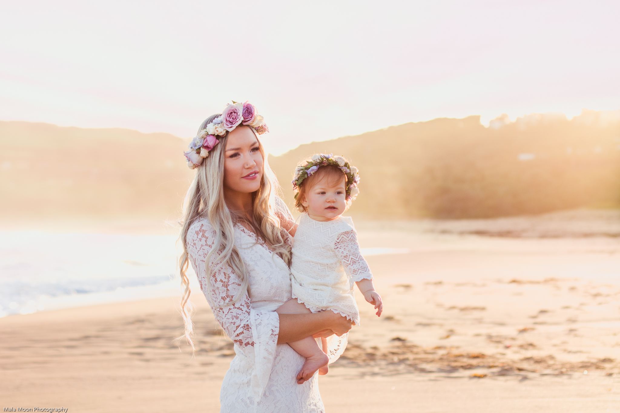 mum-and-daughter-on-the-beach-at-sunset