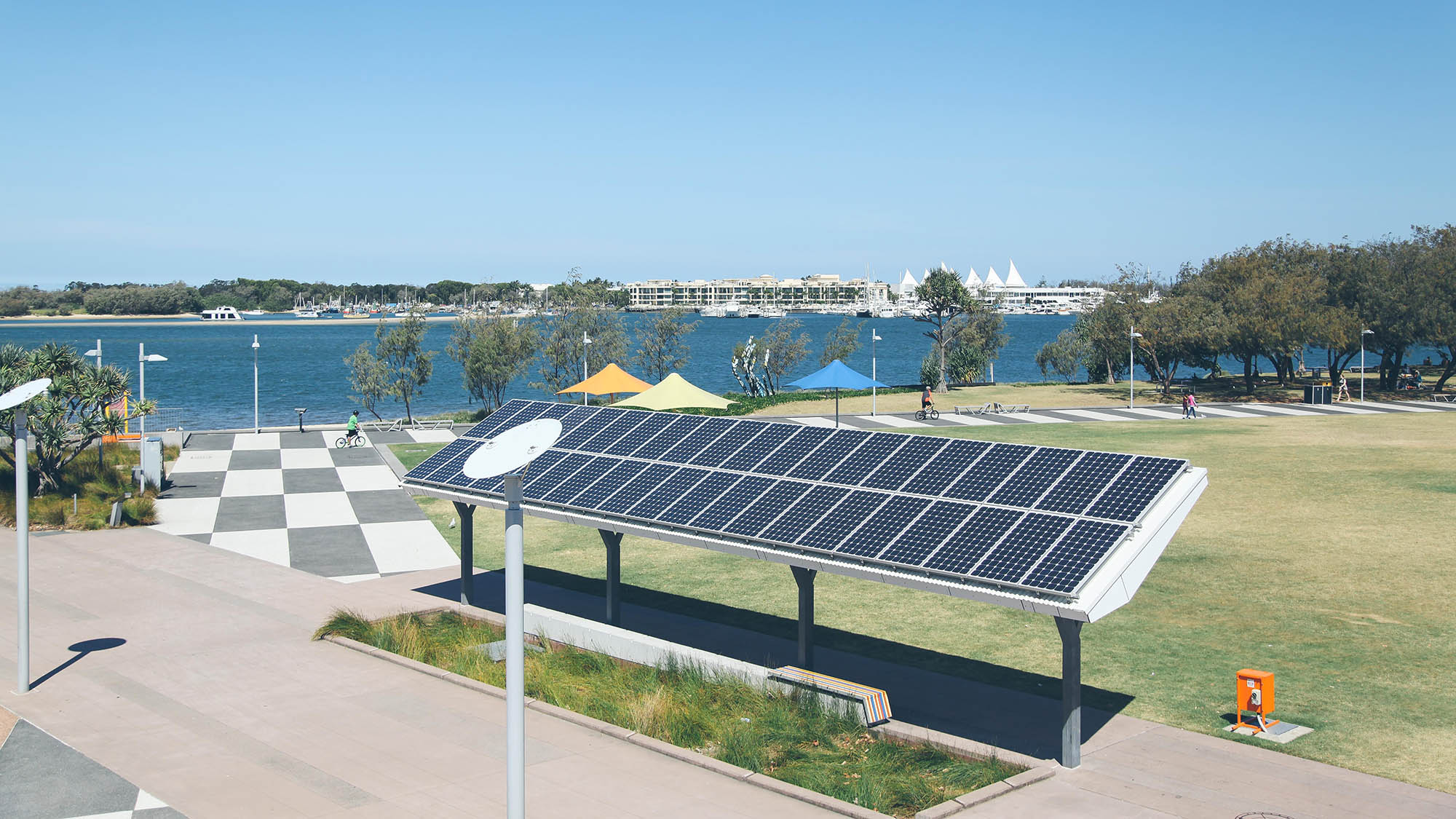 Located in Southport, the Broadwater Parklands is a newly developed park linking the CBD to the Broadwater and is home to playgrounds, rock pools, swimming areas and BBQ facilities.