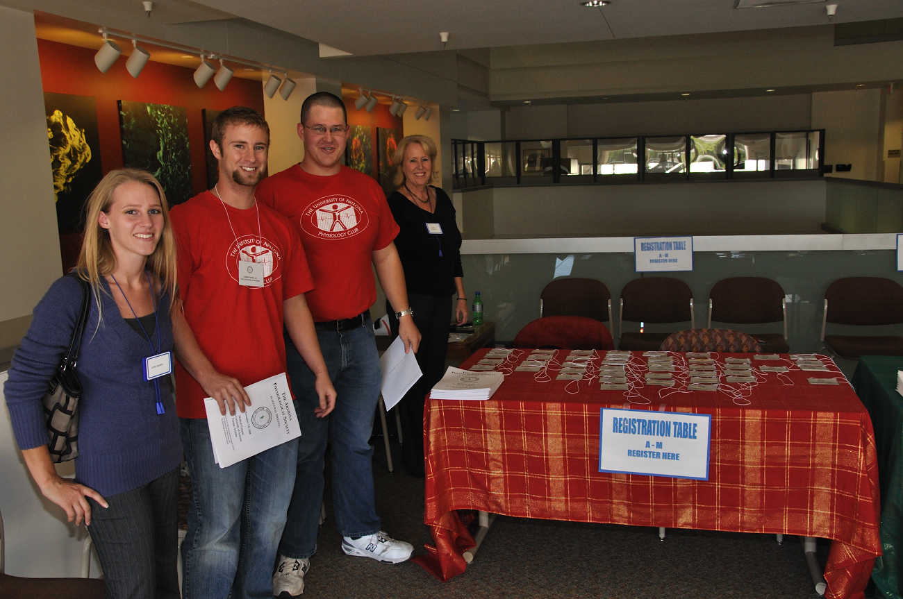 Physiology Club volunteers with Linda Baughn