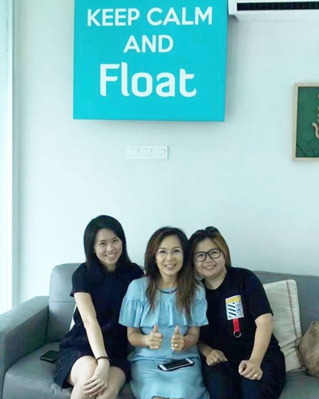 Its mother's day everyday! Two sisters  treating their mum for a relaxing float! Just what you need to keep away those Monday blues! 💙 . . . . . #relax #rejuvenate #recover #epsomsalt #floattanks #spa #wellness #penang #malaysia #mother #mums #family #mondayblues #monday #breath #float #floatforhealth