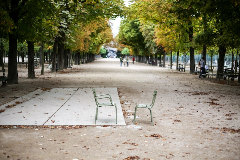 two-chairs-800x533.jpg