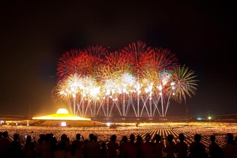 people-lights-firework-new-year-s-eve.jpg