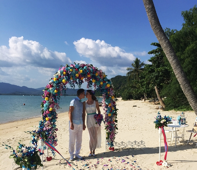 The Newlyweds. Beach Wedding ceremony in Phuket. Poto credit: Anna Ivanova