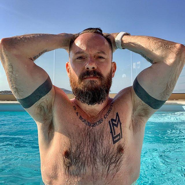 Missing Greece. 💦 . . . . . #beard #instabeard #instamuscle #beardsandtatts #holiday #vacation #pride #mediterranean #muscle #bodypositive #lovelife #summer #greece #greekislands #crete
