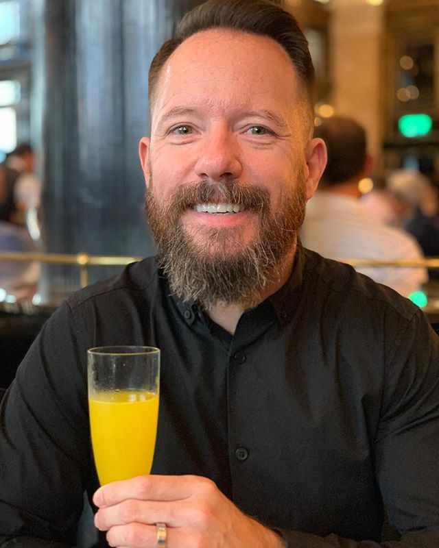 An awesome breakfast at @thewolseley this morning with @stachedtastic! 🍳 We finally took advantage of a gift certificate we received from our friend Alex for our wedding last year. Lovely vibe, good food, classic atmosphere. And of course a very tasty Buck's Fizz! 🥂 Cheers! - - - - - #markandluis2018 #london #thewolseley #lfc #husband #love #food #breakfast #bucksfizz #cheers #beard #mustache