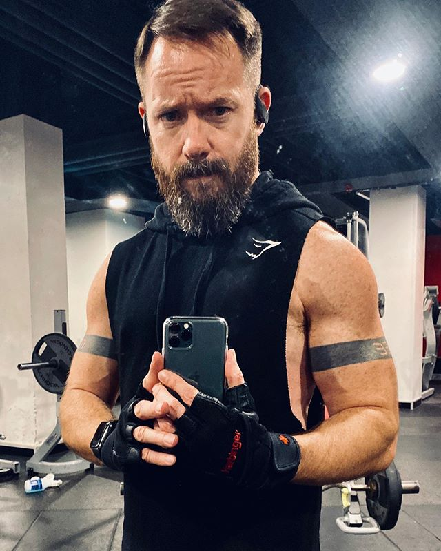 First gym pic on the iPhone Pro: Arm day 💪🏻😏 - - - - - #beard #instabeard #instamuscle #beardsandtatts #fitness #fit #tattoo #lean #gym #strong #bicep #muscle #vascular #bodypositive #armday #iphonepro