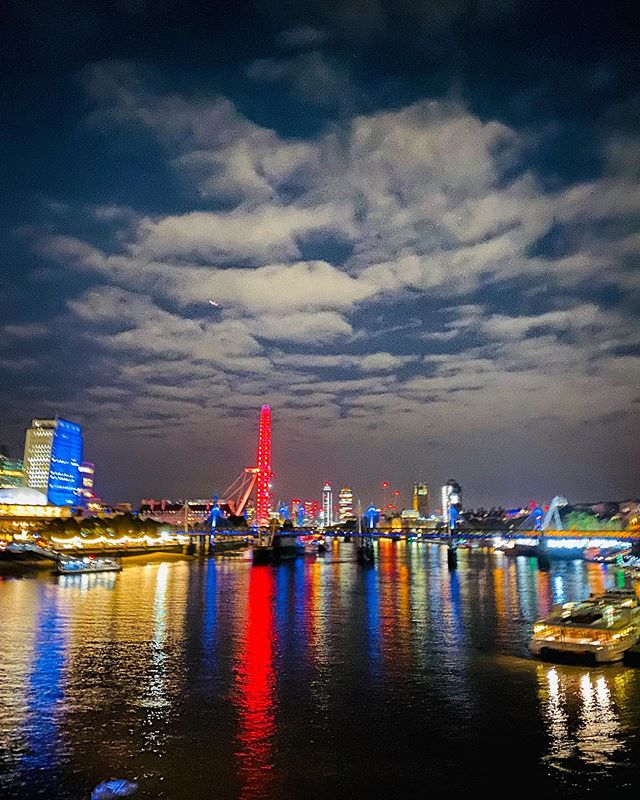 Good evening, #London. First #nightmode photo taken on my #iPhone 11 Pro. I'm in awe. And damn do I love this city.