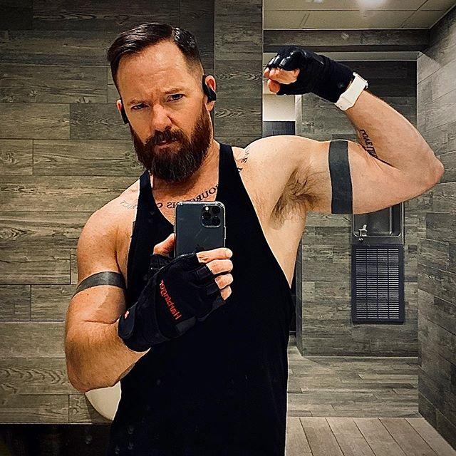 TGIFlexFriday 💪🏻 - - - - - #beard #beards #instabeard #instamuscle #fitness #fit #beardsandtatts #beardsandtattoos #tattoo #armbands #lean #cut #cutting #flexfriday #strong #workout #nopainnogain #muscle #vascular #health #bodypositive #bicep