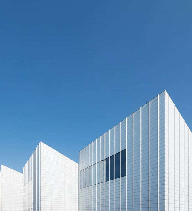 Turner Contemporary, Margate by David Chipperfield 2011. . .  #archdaily #archilovers #arkiminimal #paradiseofminimal #minimal_hub #srs_buildings #icu_architecture #minimal_lookup #tv_buildings #sensational_architecture #raw_architecture #art_architecture #excellent_structure #ptk_architecture #1_unlimited #architecture_hunter #archi_features #architecturelovers #architecture_view #architexture #archi_focus_on #arch_more #davidchipperfield #turnercontemporary @turnercontemporary @david.chipperfield
