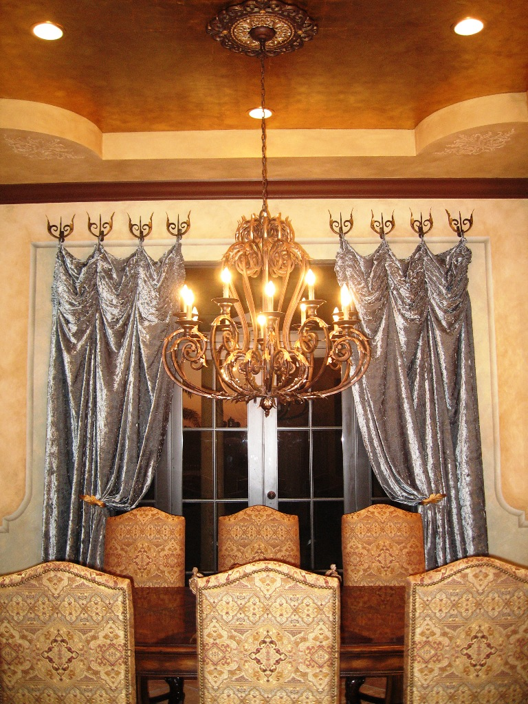 traditional-formal-mediterranean-dining-room-mizner-saint-andrews-country-club-sanctuary-boca-raton-marcus-mars.jpg