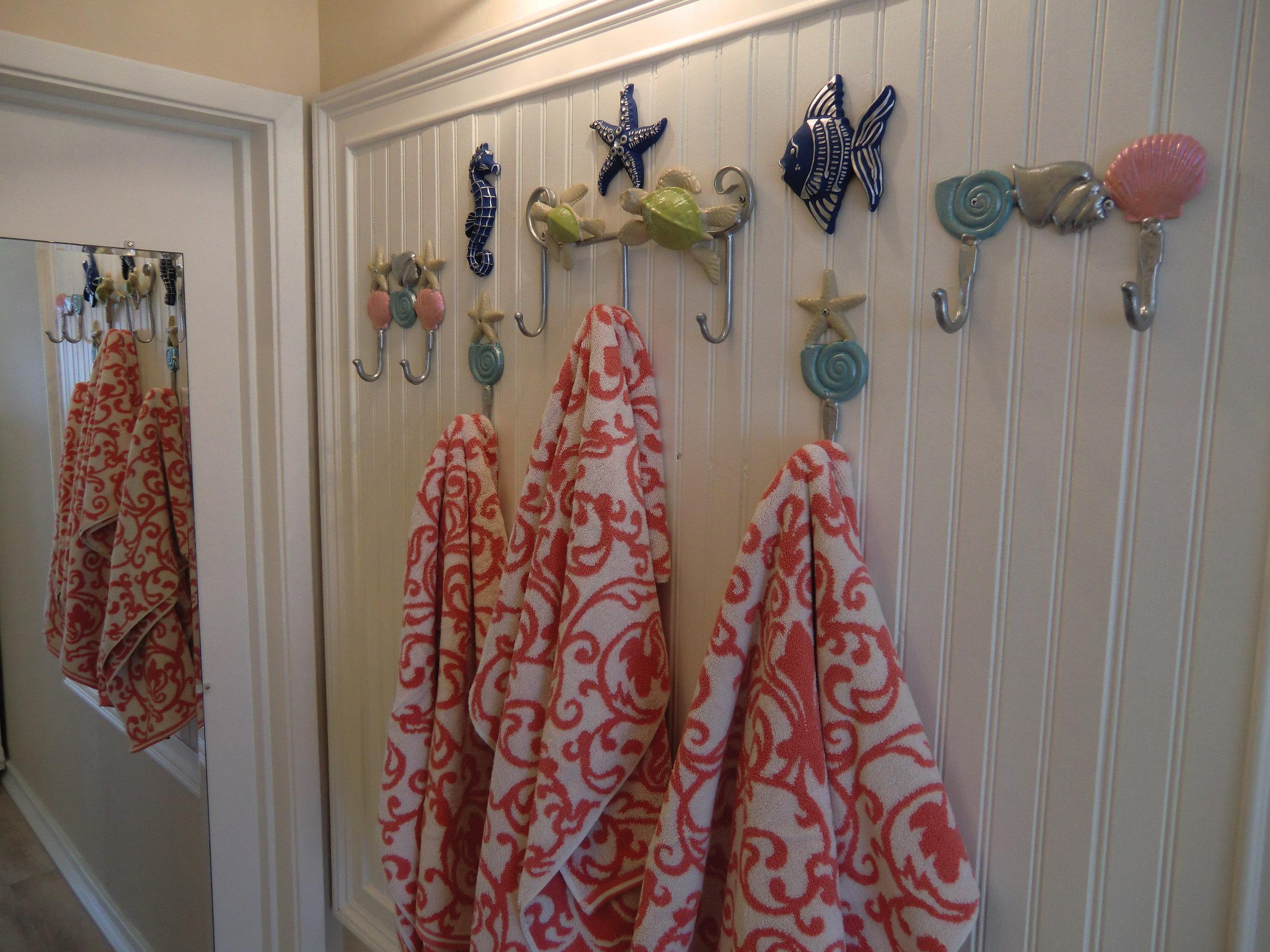 beach-towels-hangers-beadboard.JPG