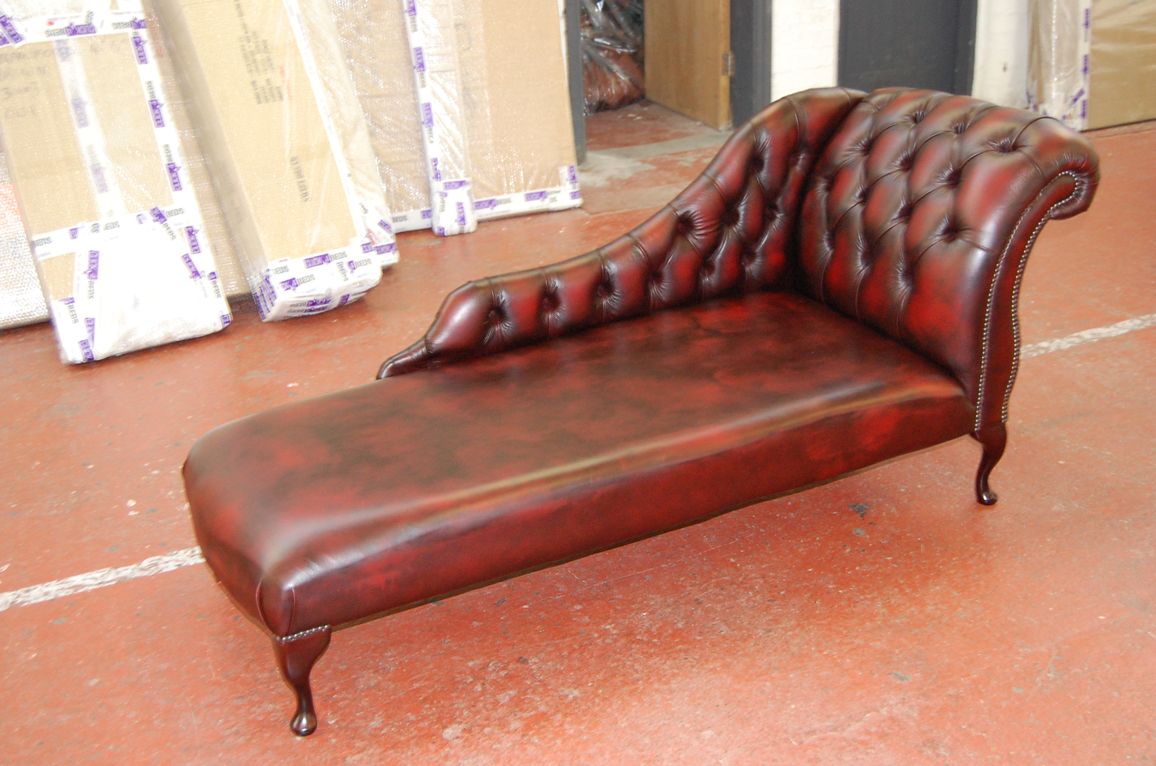 Duchess Chaise Long - Button - Ant Red .JPG