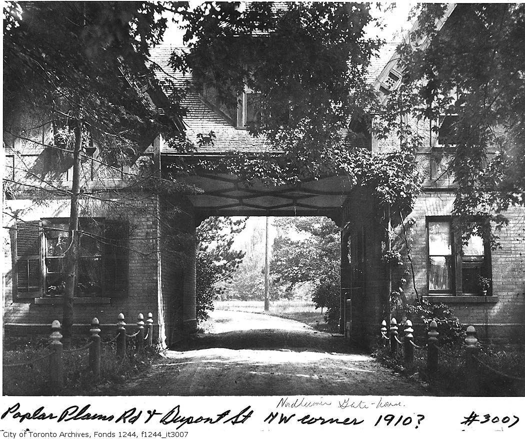 100000Nordheimer-gatehouse-northwest-corner-of-Poplar-Plains-Road-Dupont-Street.jpg