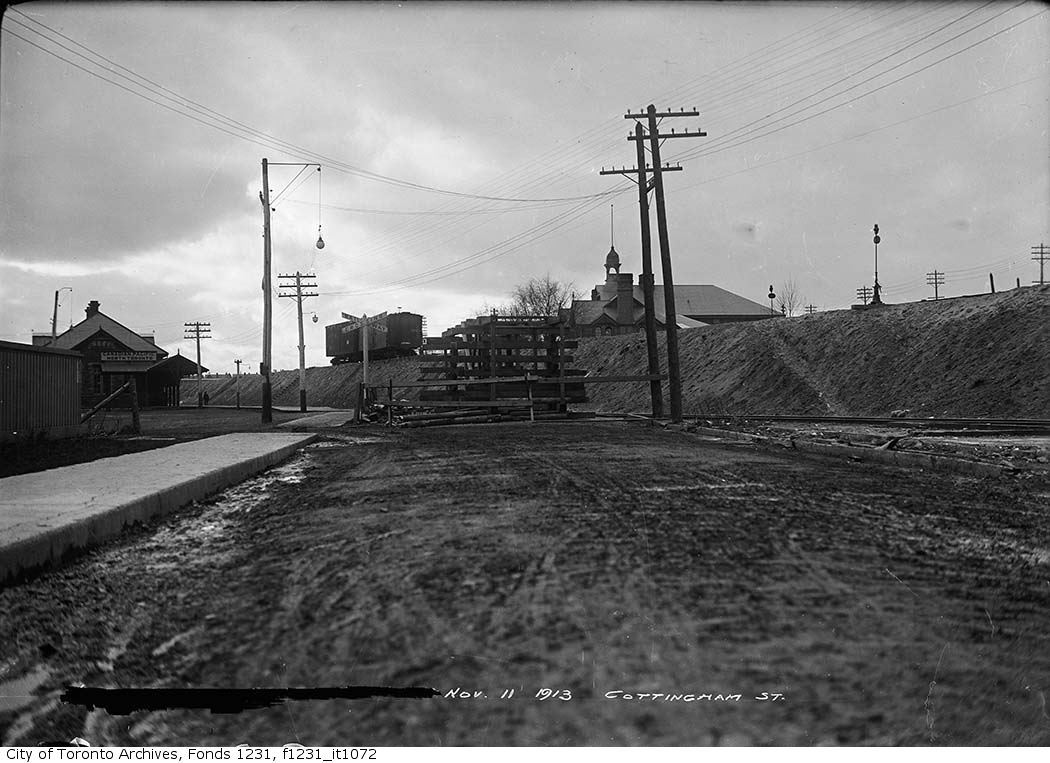 131111CPR-North-Toronto-Station-at-Cottingham.jpg