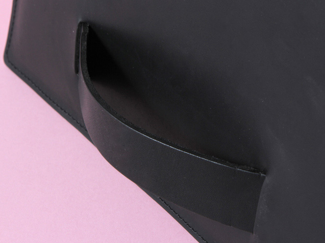 pochette-sangle-noire-detail.jpg
