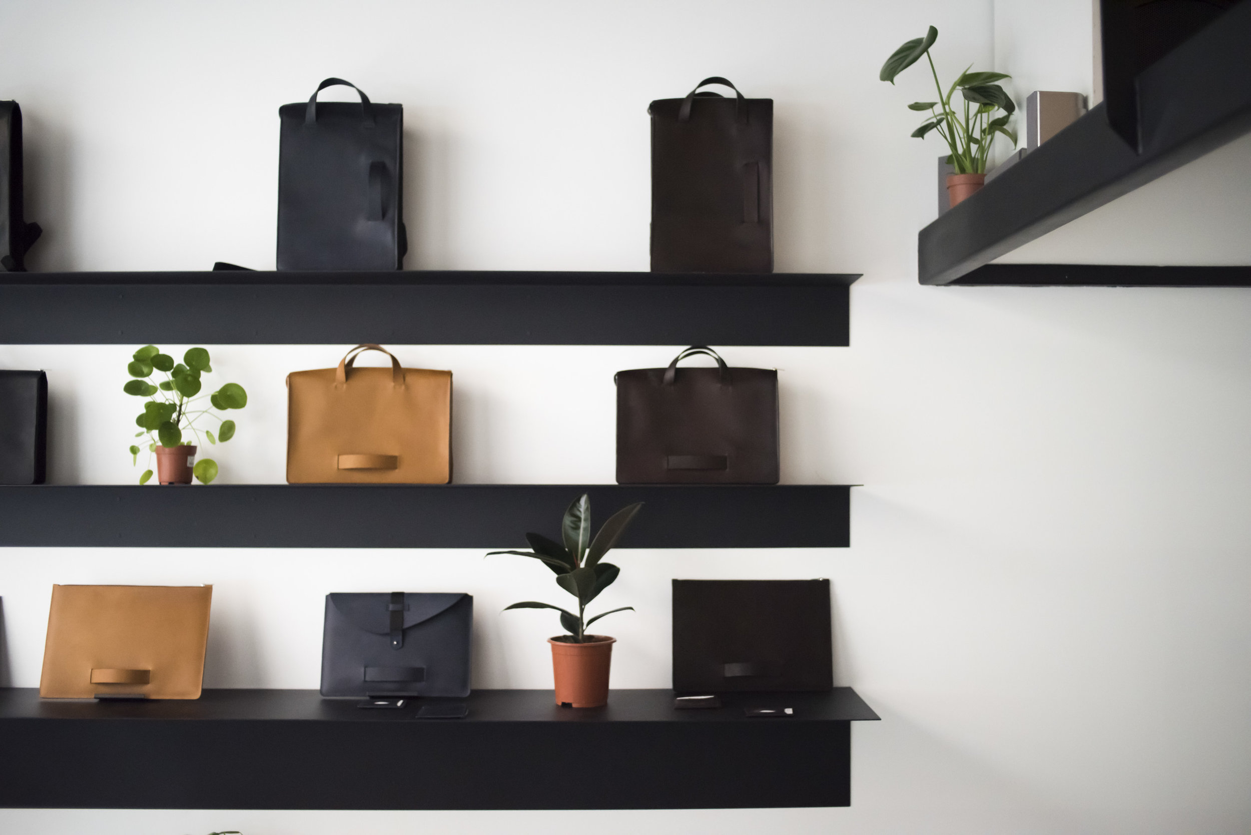 boutique store le feuillet 4 rue des forces lyon maroquinerie leather goods made in France